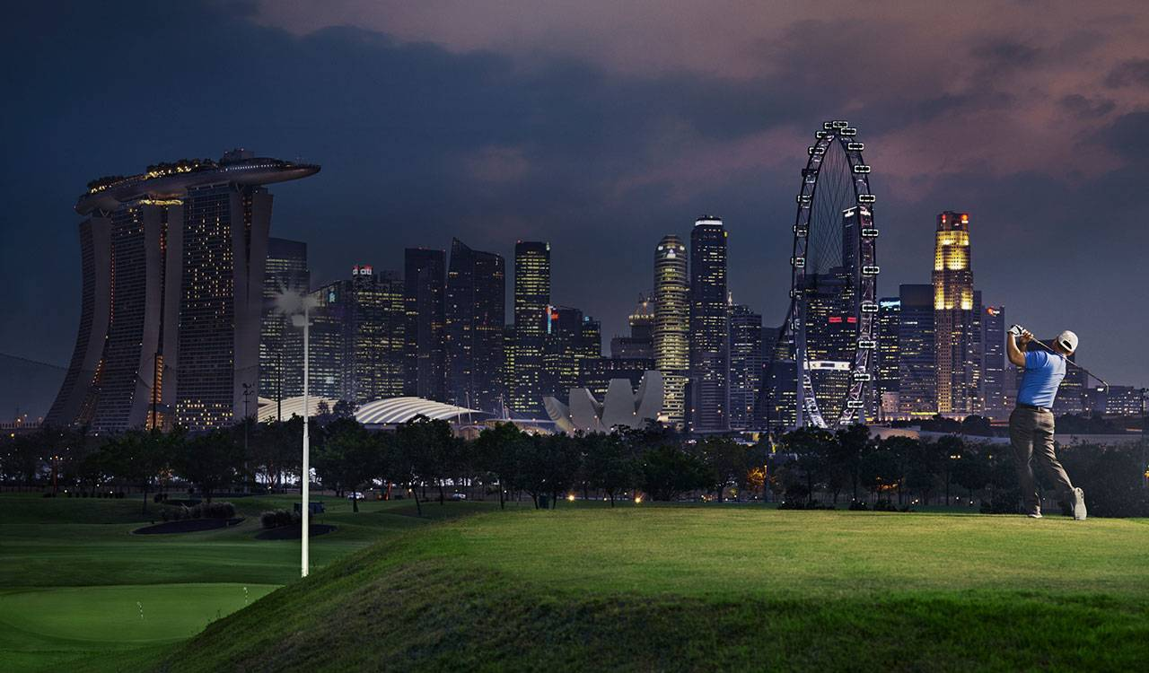 Evening scene of a man swinging a golf club, the background is the skyline of Singapore.